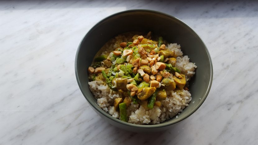 Curry met groene asperges