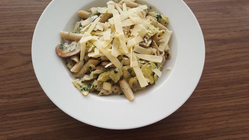 Romige pasta spinazie artisjok